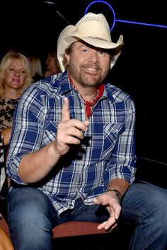 Singer Toby Keith attends the 2016 American Country Countdown Awards at The Forum on May 2016 in Inglewood, California. Male Country Singers, Country Music Artists, American Country, American Idol, Number One Song, Best Country Music, Music Tours, Rock Music, Gorgeous Men