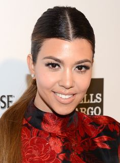 Kourtney Kardashian Natural Makeup. Lined Eyes & Nude Lipstick.
