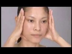 This Japanese facial massage makes you look 10 years younger! - This Japanese facial massage makes you look 10 years younger! Beauty Care, Beauty Skin, Health And Beauty, Beauty Hacks, The Face, Face And Body, Massage Facial Japonais, Yoga Facial, Facial Hair