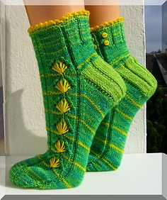 Löwenzahn by Micha Klein ~ FREE pattern Crochet Socks, Knit Or Crochet, Knitting Socks, Crochet Clothes, Knit Socks, Knitting Designs, Knitting Patterns Free, Free Knitting, Free Pattern