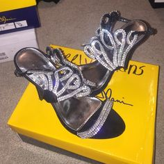 Prom shoes Perfect for prom, homecoming, or your formal event! Worn once to homecoming and in great condition! No jewels are missing Manichi Mani Shoes Heels