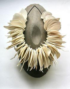 http://www.fabiennechristyn.be/, collana in porcellana: bellissima