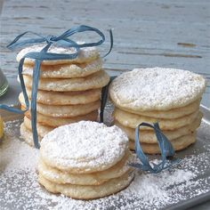 Vegan Lemon Cookies - i didn't have vegan ingredients, but these are super delicious! Especially topped with sparkly sugar in stead of the powdered variety.