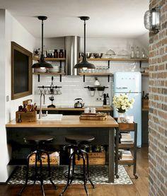 Modern Kitchen Interior 40 Admirable Small Apartment Kitchen Decor Ideas s Small Apartment Kitchen, Small Apartment Decorating, Home Decor Kitchen, New Kitchen, Home Kitchens, Kitchen Small, Ranch Kitchen, Country Kitchen, Kitchen Themes