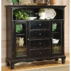 Buffet cabinet...love the vintage look.