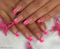 # Die Farbe Neon Pink hat es ihr diesen Sommer besonders angetan. Gefällt euch Ihr Design? Eure Janne