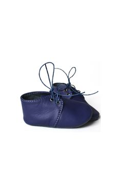 Indigo blue soft sole baby leather shoes, fully lined with leather and with removable insoles.By MiniMo.