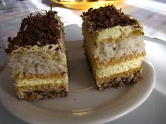 "Reteta culinara Prajitura ""Iugoslavia"" din categoria Prajituri. Specific Romania. Cum sa faci Prajitura ""Iugoslavia"""