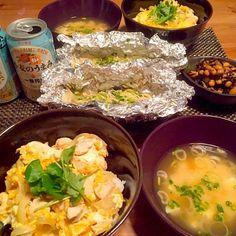 久しぶりに親子丼が食べたくなって作りました(^^)! - 12件のもぐもぐ - 親子丼、鮭のホイル焼き、豆の煮物、豆腐のお味噌汁 by hachan218
