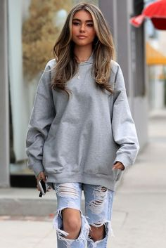 Madison Beer in Ripped Jeans can find Ripped jeans and more on our website.Madison Beer in Ripped Jeans Estilo Madison Beer, Madison Beer Style, Madison Beer Outfits, Madison Beer Hair, Madison Beer Makeup, Look Fashion, Fashion Outfits, Street Fashion, Fashion Hair