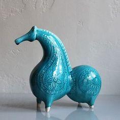 Новости Blue Pottery, Ceramic Pottery, Ceramic Art, Pottery Animals, Ceramic Animals, Ancient Persian, Ancient Art, Horse Sculpture, Animal Sculptures