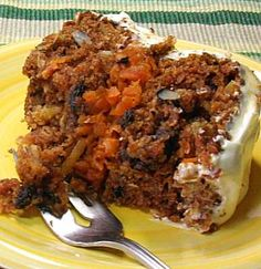 Pastel de zanahoria -- ¡riquísimo!  y además de zanahoria lleva piña, naranja, coco y nuez.  //  Ultra moist and delicious carrot cake.  In addition to carrots, it contains pineapple, orange, coconut, and pecans (or walnuts).