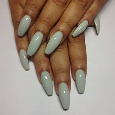 mint green nails | nail polish | inspiration