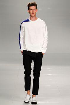 Iceberg Spring 2014 Menswear Fashion Show Milan Men's Fashion Week, Fashion Show, Mens Fashion, Fashion Design, Fashion Trends, Alternative Outfits, Vogue Paris, Stylish Men, Mens Sweatshirts