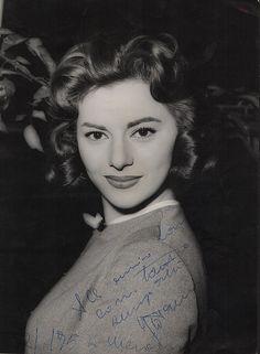 Giovanna Ralli (Roma, 2 gennaio 1935) è un'attrice  #TuscanyAgriturismoGiratola
