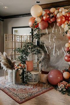 Bridal Shower Balloons, Bridal Shower Backdrop, Bridal Shower Party, Bridal Shower Rustic, Themed Bridal Showers, Rustic Bridal Shower Decorations, Backyard Bridal Showers, Bridal Shower Planning, Simple Bridal Shower