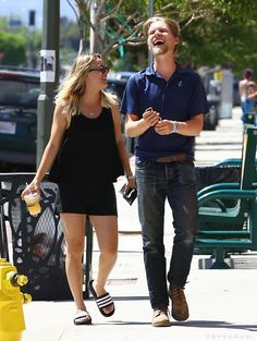 Pin for Later: Kaley Cuoco and Her Boyfriend Look Like Love-Struck Teenagers During a Stroll