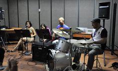 """El pasado Viernes 06/06/2014, en el Salón C del Departamento de Artes Auditivas de la Dirección de Cultura de la Universidad de Carabobo (UC), a las 10 de la mañana, se llevó a cabo la Clínica de Jazz, titulada """"Ensambles de Jazz"""". La misma fue dictada por el reconocido jazzista, Locutor y Percusionista Fósforo Sequera y Herz Jazz Ensamble (Agrupación integrada por estudiantes de la Universidad de Carabobo), organizada por La Coordinación del Centro de Formación Musical """"Gustavo Celis…"""