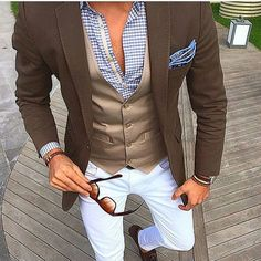 Chocolate & Light Blue works well here. Do you agree? #mens #men #menswear #mensfashion #menstyle #mensstyle #male #malemodel #fashion #instafashion #suit #suits #jacket #dapper #chic
