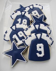Dallas Cowboys and Houston Texans Cookies (a house divided).great for football season starter party dessert! Dallas Cowboys Party, Cowboys 4, Dallas Cowboys Birthday Cake, Cowboy Birthday, Cowboy Party, 50th Birthday, Hubby Birthday, Cowboy Theme, Birthday Ideas