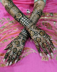 So what are you waiting for just scroll down and checkout these bridal mehendi designs for your wedding and related ceremonies! Arabic Bridal Mehndi Designs, Wedding Henna Designs, Khafif Mehndi Design, Indian Henna Designs, Rose Mehndi Designs, Engagement Mehndi Designs, Modern Mehndi Designs, Mehndi Design Pictures, Dulhan Mehndi Designs