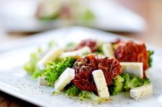 broccoli-brie-zongedroogde-tomaatjes Brie, Vegetable Salad, I Love Food, Broccoli, Salads, Paleo, Low Carb, Gluten Free, Healthy Recipes