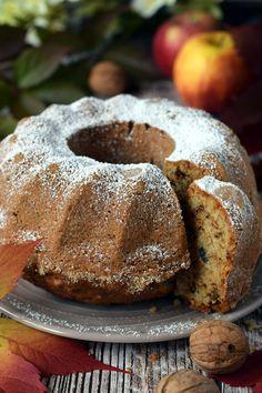 Babka jabłkowo cynamonowa z orzechami – Smaki na talerzu Apple Cake Recipes, Cake & Co, Bread Cake, Pastry Cake, Pastry Recipes, Pumpkin Cheesecake, Food Cakes, Food And Drink, Cookies
