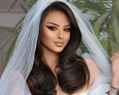 Wedding Hair And Makeup, Bridal Hair, Crown Hairstyles, Wedding Hairstyles, Arabian Beauty Women, Gorgeous Hair, Lip Makeup, Crowns, Makeup Looks
