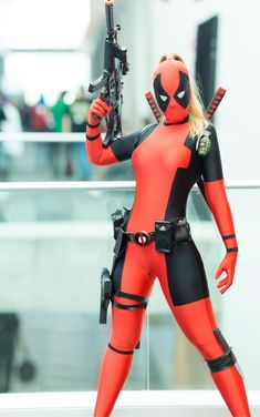 Cosplay girl deadpool