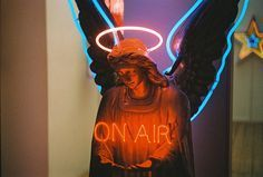 Chris Braceys the Neon-Light Guru - André Teoman Özgüler Passos Fotografia Vsco, Hopeless Fountain Kingdom, Neon Words, Lights Artist, Neon Aesthetic, American Gods, Wow Art, Neon Lighting, Vaporwave