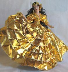 Glamour Dolls, Beautiful Barbie Dolls, Newspaper Crafts, Orisha, Quinceanera Party, My Pregnancy, Fabric Flowers, Art Dolls, Robot