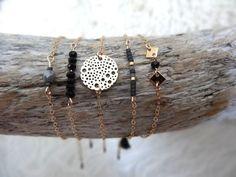 Tendance Joaillerie 2017   Bracelet fin orné d'une estampe en métal doré sur par byMissMel