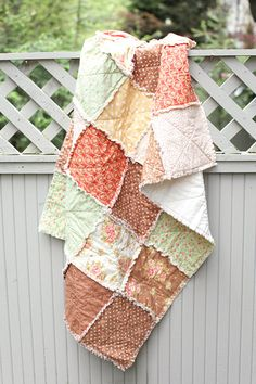 love the ragged look of these quilts