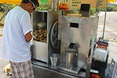 Mandatório em dias quentes: caldo de cana na praia  Go for squeezed sugar cane juice, available in every beach at Floripa