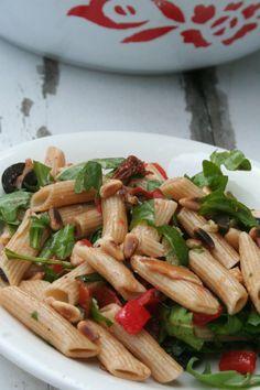 DE pastasalade van lieve vriendin M, boordevol groente en volkoren pasta. Een topper bij ons in de vriendengroep en lust iedereen.
