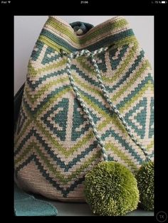 9 Likes, 4 Comments - marie.J Tapestry Crochet Patterns, Bead Loom Patterns, Sashay Crochet, Knit Crochet, Crotchet Bags, Tapestry Bag, Crochet Purses, Loom Beading, Knitted Hats
