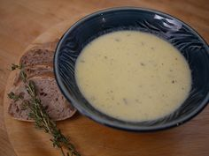 Garlic Soup and Walnut Bread Appetizer Recipes, Appetizers, Garlic Soup, Hungarian Recipes, Hungarian Food, Just Eat It, Soups And Stews, Cheeseburger Chowder, Mashed Potatoes
