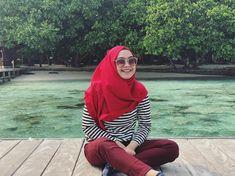 "190.2rb Suka, 996 Komentar - RICIS (@riaricis1795) di Instagram: ""kemana-mana pake hijab yang beli di @ricisbykhayra bikin ricis nyaman. kan kalian tau kalau udah…"" Platform, Hijab, Entertainment, Youtube Youtube, Tv, Instagram, Fashion, Pictures, Moda"