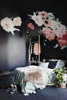 This bedroom's blown-up floral paint job is flat-out amazing. Want.