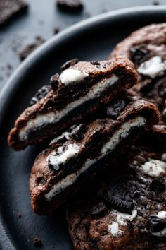 Say hello to the cookie of your dreams: studded with crushed chocolate sandwich cookies and a layer of sweet vanilla cream filling hidden inside. These deeply chocolate, delightfully chewy cookies are Plain Cookies, Cookies And Cream, Pie Crust Uses, Chewy Chocolate Cookies, Sandwich Cookies, Vegetarian Chocolate, Quick Easy Meals, Cookie Recipes, Olive Oil