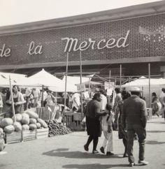 EL mercado de la Merced en av. Anillo de Circunvalación. #CDMX Old Pictures, Old Photos, Las Mercedes, Mexico Style, Classic Photography, Urban Life, Baja California, Long Time Ago, Mexico Travel