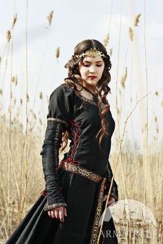 Great site for diy medieval and renaissance costuming even the medieval black cotton dress lady hunter available in dark blue cotton solutioingenieria Choice Image