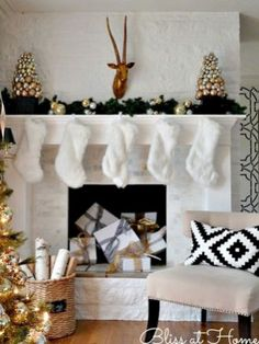 Top 40 Elegant And Dreamy White And Gold Christmas Decoration Ideas Christmas Celebrations Black Christmas Decorations, Christmas Mantels, Christmas Home, White Christmas, Christmas Holidays, Christmas Ideas, Christmas Fireplace, Holiday Ideas, Merry Christmas