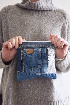 DENIM clutch bag with cotton lining // recycled denim upcycled denim pouch with zipper // can be used as make up bag or toile jeans/taschen Jean Crafts, Denim Crafts, Selling Handmade Items, Handmade Bags, Jeans Recycling, Denim Clutch Bags, Tote Bag, Artisanats Denim, Blue Denim