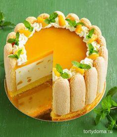 """""""Шарлотта"""" с манго  Для бисквита: - 2 яйца, - 60 г муки, - 60 г сахара.  Для мусса: - 400 мл хорошего йогурта со вкусом манго, - 400 мл сливок 33%, - 0,5 банки консервированных манго, - 100 мл сиропа из банки, - 4 ч л быстрорастворимого желатина, - 3-4 ст л сахарной пудры.  Для сиропа: - 100 г сахара, - 100 мл воды, - 1 ст л рома или коньяка.  Для желе: - 0,5 банки манго (- 1 шт. для украшения), - 1 ч л желатина, - 1-2 ст л сахара, - 50-100 мл сиропа из банки.  Дополнительно: - 13-15 шт…"""