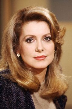 Catherine Deneuve: A Style Icon Through the Years Catherine Deneuve Pictures - Catherine Deneuve Celebrity Style - Harper's BAZAAR Catherine Deneuve, Celebrity Faces, Catherine Zeta Jones, French Actress, Celebrity Style Casual, Girl Face, Vintage Hairstyles, Hollywood Stars, Beautiful Actresses