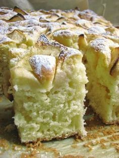 Puszyste i wilgotne ciasto na jogurcie, niezbyt słodkie, idealne na podwieczorek czy do śniadaniowej kawy. Wiem wiem propaguję teraz ... Polish Desserts, Polish Recipes, Cookie Desserts, Apple Cake Recipes, Baking Recipes, Dessert Recipes, Delicious Desserts, Yummy Food, Kolaci I Torte