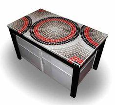 Mesa Ratona Con Dos Puff - Decorada Con Venecitas Mosaic Outdoor Table, Mosaic Coffee Table, Outdoor Table Tops, Mosaic Diy, Mosaic Tiles, Mosaic Furniture, Mosaic Designs, Tile Patterns, Decorative Boxes