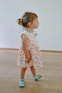 emma and mona: Free pattern baby dress Grace