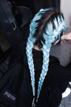 35 Cute And Crazy Hair Color Ideas For Long Hairs - Bafbouf Cute Hair Colors, Hair Dye Colors, Hair Color Blue, Cool Hair Color, Blue Colors, Icy Blue Hair, Pastel Blue Hair, Light Blue Hair, Blue Ash